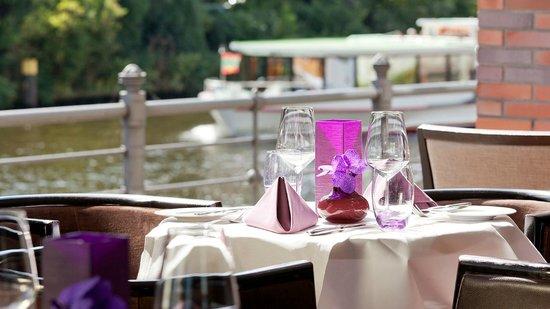 AMERON Hotel Abion Spreebogen Berlin Restaurant Terrasse