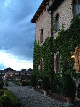 Il Castello di San Gaudenzio: Снаружи