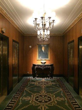 The Towers of the Waldorf Astoria: ingresso degli ascensori delle Towers