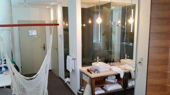 Hotel Daniel Vienna: Gläserne Dusche