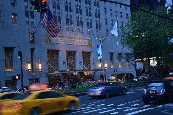 The Towers of the Waldorf Astoria: Ingresso principale del Waldorf su Park Ave