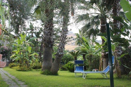 Hotel Baia delle Sirene: Tuin