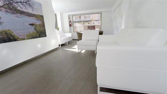 Mediterranean Sand - TEMPORARILY CLOSED : Sitting Room