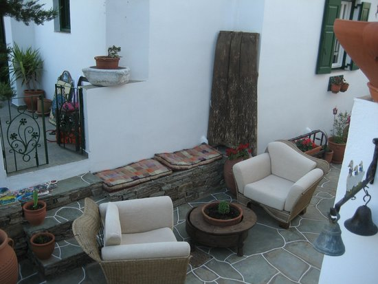 Villa Areto: Yard
