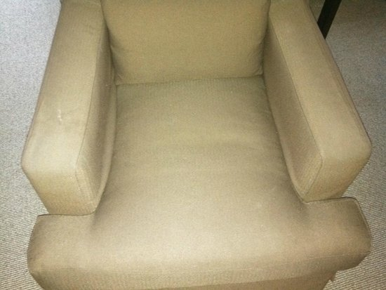Andaz 5th Avenue: Worn and stained chair
