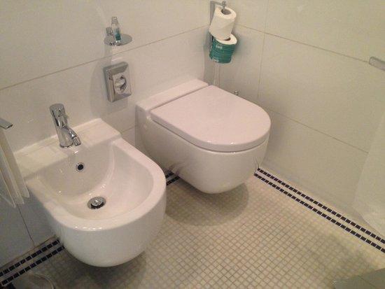 UNA Hotel Versilia: Bath details