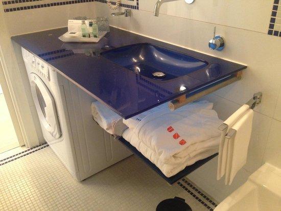 UNA Hotel Versilia: Lavatory and details