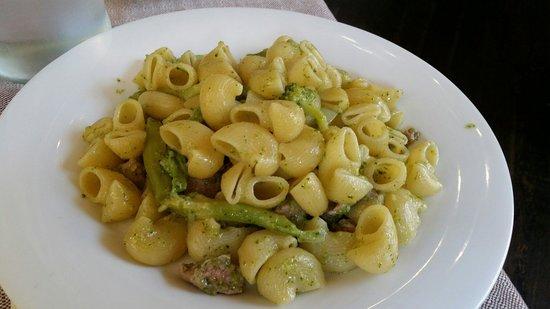 Vecio Macello: Pipe salsiccia e broccoli