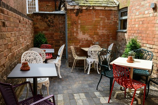 Bacco Lounge: We have a lovely courtyard