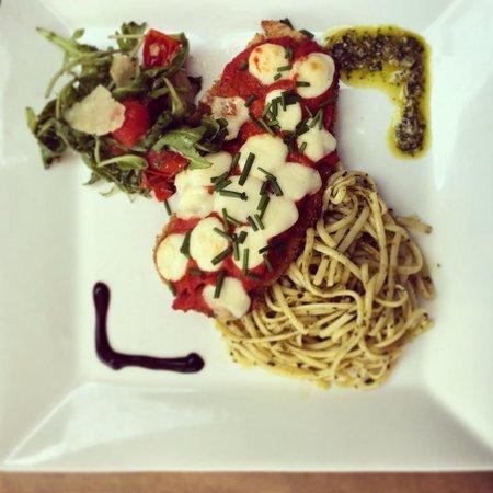 Monkey : Pesto pasta & parmagiano chicken
