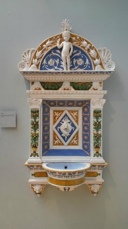 V&A  - Victoria and Albert Museum : Ceramic Fountain on a huge scale