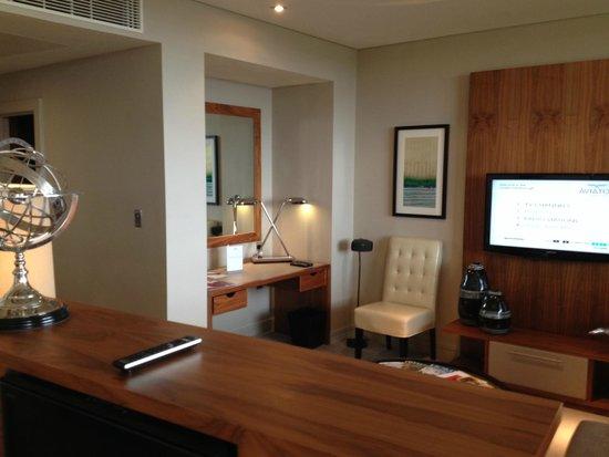 Aviator Hotel: Desk