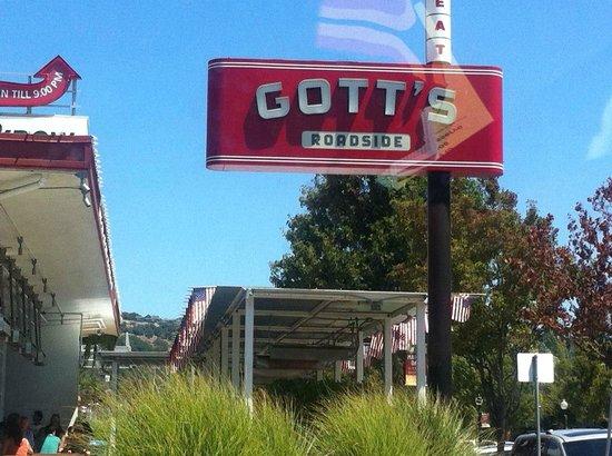 Gott's Roadside: Nice place outside for eating