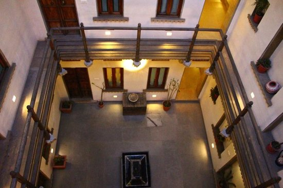 Madri Haveli : Inner courtyard of hotel