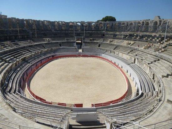 Amphitheatre (les Arenes): Centre View