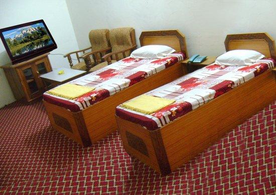 Hotel Sunrise: Room