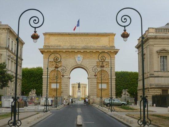 Porte du Peyrou: Porte View