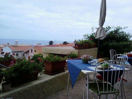 Mare Lughente: Colazione in terrazza con vista mare
