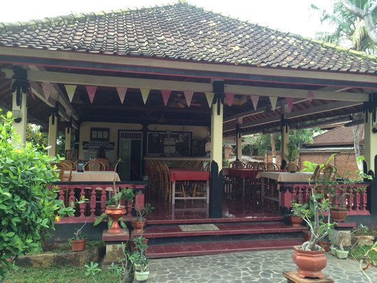 Taman Lily's Bungalow & Restaurant