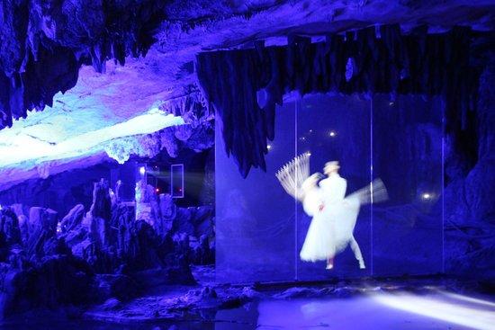 Reed Flute Cave (Ludi Yan): Возможности голографии
