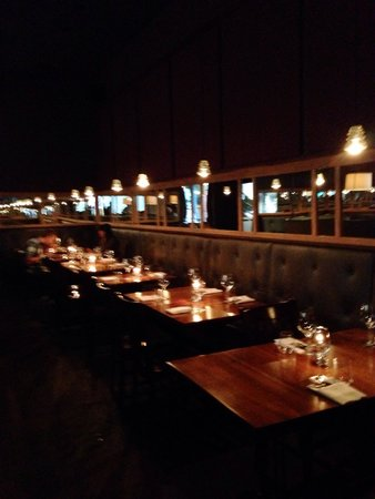 Commonwealth Restaurant & Skybar: Nice, modern, eclectic