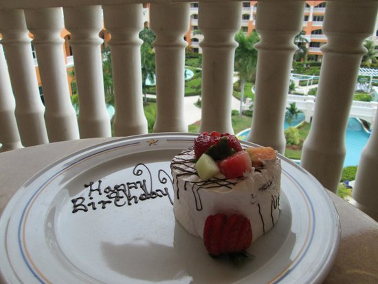 Iberostar Rose Hall Suites : birthday cake the hotel made me