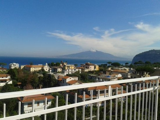 Hotel Caravel Sorrento: Vesuvius from the roof terrace