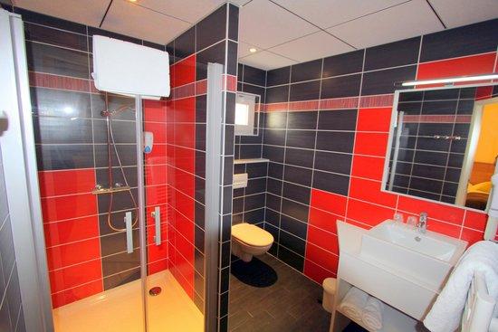 Hotel Le Grand Turc : salle de bain chambres confort +