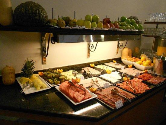 Hotel Becquer: petit déjeuner buffet