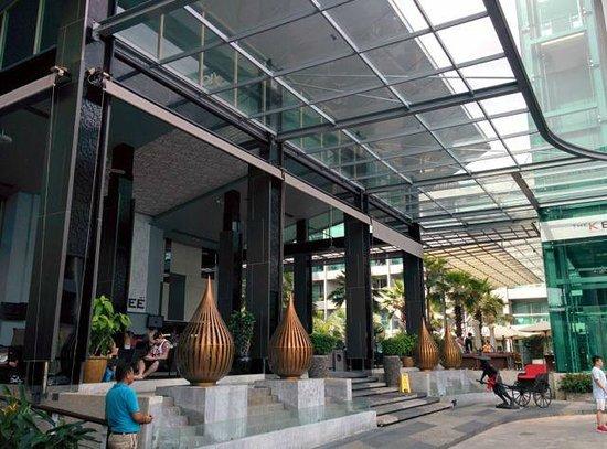 The KEE Resort & Spa: 入口フロント近く