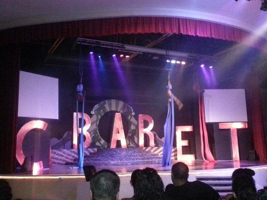 Grand Palladium Jamaica Resort & Spa: Entertainment teams Cabaret show