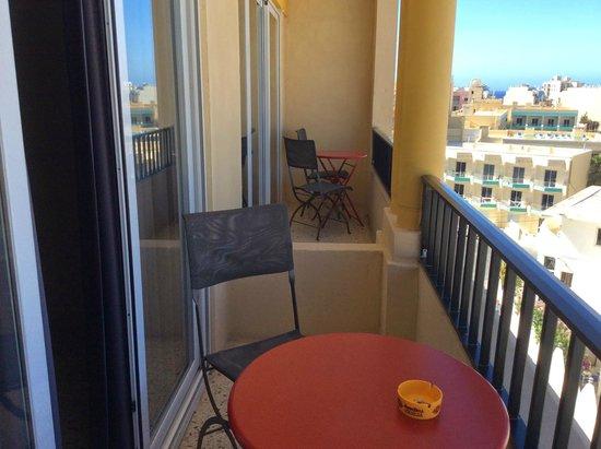 Il Palazzin Hotel: Balcony - Hello Neighbours