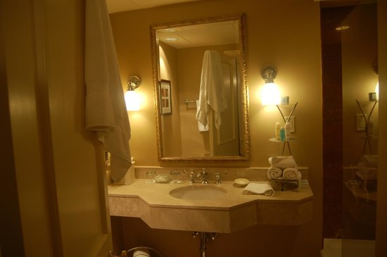 Omni Royal Orleans: Salle de bain luxueuse