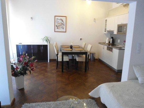 Hotel & Spa Carolline: kitchen in apartmants