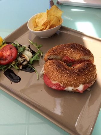 Hotel Juliani: Bagel Tomate Mozzarella