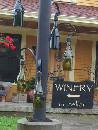Magnetic Hill Winery: wine bottles