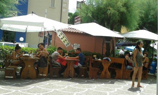 RUNBAR Piadineria : tavoli