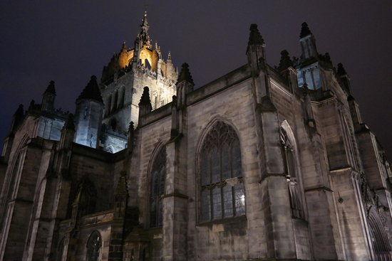 St Giles' Cathedral: View at night