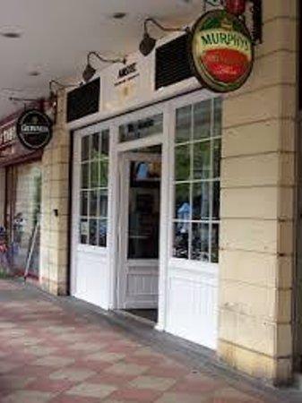 Bar Mogambo: La entrada