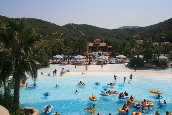 Aquafantasy Aquapark Hotel & SPA: La piscine à vagues