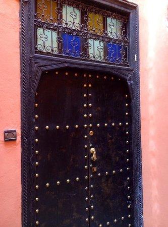 Riad Anyssates: Front door entrance