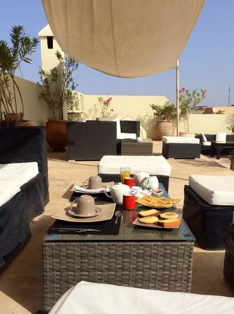 Riad Anyssates : Breakfast on the lovely roof terrace
