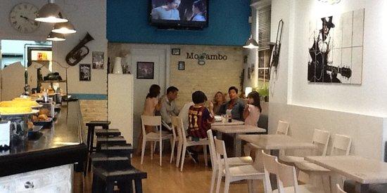 Bar Mogambo: Bar