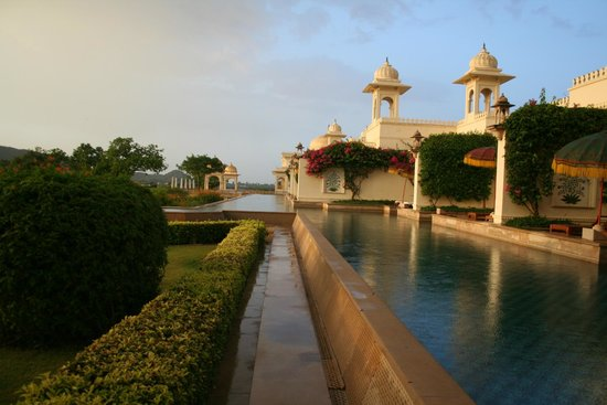 The Oberoi Udaivilas: The pool in front of some of the rooms