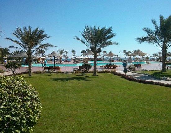 The Three Corners Sea Beach Resort : Piscine principale
