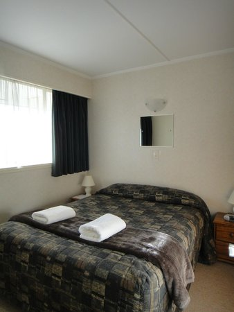 Aorangi Motel: bedroom 1