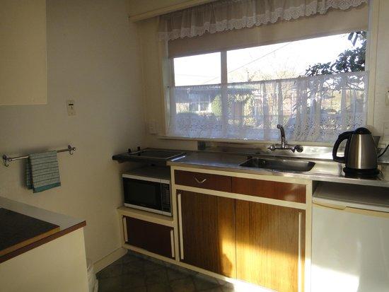 Aorangi Motel: kitchen
