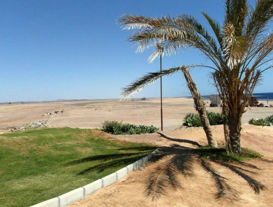 The Three Corners Sea Beach Resort : A côté de l'hôtel, c'est le désert.