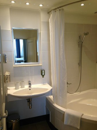 Hotel SPIESS & SPIESS Appartement-Pension : Large tub in bath!