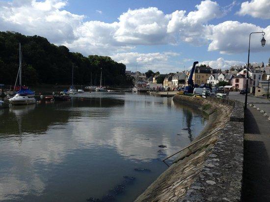 Port De St Goustan : Vy över del av hamnområdet